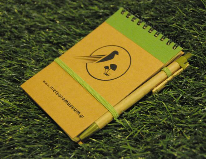 Πράσινο σημειωματάριο με στυλό - αναμνηστικά δώρα για παιδιά