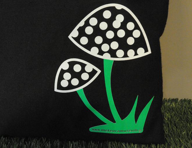 Τσάντα μαύρη με μανιτάρι - αναμνηστικά δώρα και γυναικεία αξεσουάρ